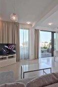 Гостиная. Кипр, Лачи : Роскошная современная вилла в 100 метрах от пляжа с бассейном и зеленым двориком, 3 спальни, 2 ванные комнаты, барбекю, парковка, Wi-Fi