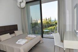 Спальня. Кипр, Лачи : Роскошная современная вилла в 100 метрах от пляжа с бассейном и зеленым двориком, 4 спальни, 3 ванные комнаты, барбекю, парковка, Wi-Fi