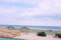 Ближайший пляж. Кипр, Декелия - Ороклини : Прекрасная пляжная вилла с бассейном и двориком с барбекю, 4 спальни, 3 ванные комнаты, парковка, Wi-Fi