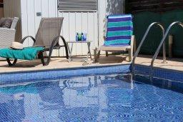 Бассейн. Кипр, Пернера : Прекрасная вилла с бассейном и двориком с барбекю, 3 спальни, 2 ванные комнаты, парковка, Wi-Fi