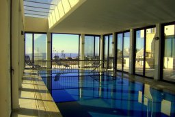 Бассейн. Кипр, Пано Панагия : Прекрасная вилла с бассейном и зеленым двориком с барбекю, 6 спален, 6 ванных комнат, парковка, Wi-Fi