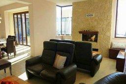Гостиная. Кипр, Пано Панагия : Прекрасная вилла с бассейном и зеленым двориком с барбекю, 6 спален, 6 ванных комнат, парковка, Wi-Fi