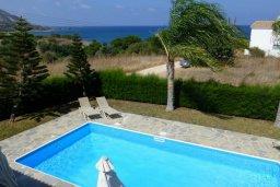 Бассейн. Кипр, Лачи : Уютная вилла с бассейном в 100 метрах от пляжа, 2 спальни, парковка, Wi-Fi