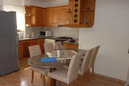 Кухня. Кипр, Лачи : Уютная вилла с бассейном в 100 метрах от пляжа, 2 спальни, парковка, Wi-Fi