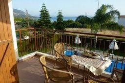 Балкон. Кипр, Лачи : Уютная вилла с бассейном в 100 метрах от пляжа, 2 спальни, парковка, Wi-Fi