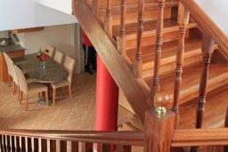 Лестница наверх. Кипр, Лачи : Уютная вилла с бассейном в 100 метрах от пляжа, 2 спальни, парковка, Wi-Fi