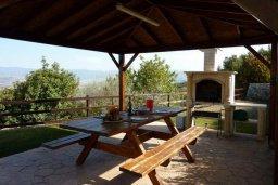 Терраса. Кипр, Пано-Акурдалия : Уютная вилла с бассейном и зеленым двориком с барбекю, 3 спальни, 3 ванные комнаты, парковка, Wi-Fi