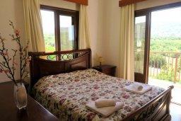 Спальня. Кипр, Милиу : Прекрасная вилла с бассейном и двориком с барбекю, 3 спальни, 2 ванные комнаты, парковка, Wi-Fi