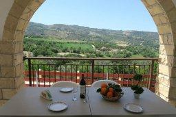 Балкон. Кипр, Милиу : Прекрасная вилла с бассейном и двориком с барбекю, 3 спальни, 2 ванные комнаты, парковка, Wi-Fi