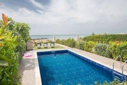 Бассейн. Кипр, Ионион - Айя Текла : Прекрасная вилла с потрясающим видом на Средиземное море, с 3-мя спальнями, с бассейном, тенистой террасой с патио и барбекю, расположена на побережье Ayia Thekla
