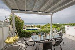 Терраса. Кипр, Ионион - Айя Текла : Прекрасная вилла с потрясающим видом на Средиземное море, с 3-мя спальнями, с бассейном, тенистой террасой с патио и барбекю, расположена на побережье Ayia Thekla