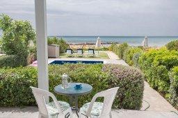 Территория. Кипр, Ионион - Айя Текла : Прекрасная вилла с потрясающим видом на Средиземное море, с 3-мя спальнями, с бассейном, тенистой террасой с патио и барбекю, расположена на побережье Ayia Thekla