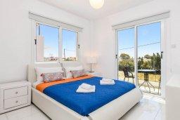 Спальня. Кипр, Нисси Бич : Современная потрясающая вилла с 3-мя спальнями, бассейном, солнечной террасой с патио, барбекю и садом на крыше