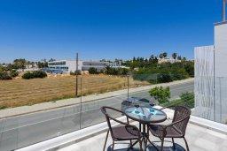 Балкон. Кипр, Нисси Бич : Современная потрясающая вилла с 3-мя спальнями, бассейном, солнечной террасой с патио, барбекю и садом на крыше
