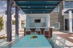 Территория. Кипр, Аммос - Лимнария Бич : Современная вилла на берегу моря с 5-ю спальнями, 4-мя ванными комнатами, с большим бассейном, джакузи, тенистой террасой с lounge-зоной, уличным баром, барбекю и тренажерным залом