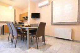 Кухня. Кипр, Айос Тихонас Лимассол : Роскошная вилла с бассейном и зеленым двориком, с просторной гостиной, 3 спальни, 3 ванные комнаты, парковка, Wi-Fi