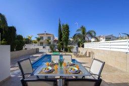 Обеденная зона. Кипр, Фиг Три Бэй Протарас : Уютная вилла с 2-мя спальнями, бассейном, патио и барбекю, расположена недалеко от пляжа Fig Tree Bay