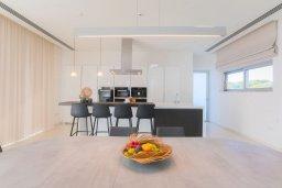 Кухня. Кипр, Аммос - Лимнария Бич : Шикарная современная вилла с панорамным видом на море, с 4-мя спальнями, с большим бассейном с джакузи, расположена рядом с пляжем Ammos tou Kambouri beach