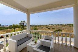 Балкон. Кипр, Нисси Бич : Прекрасная вилла с бассейном и двориком с барбекю, 4 спальни, 3 ванные комнаты, парковка, Wi-Fi