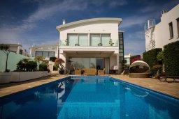 Фасад дома. Кипр, Каво Марис Протарас : Роскошная вилла в 100 метрах от пляжа с бассейном и видом на море, 5 спален, 4 ванные комнаты, парковка, Wi-Fi