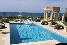 Бассейн. Кипр, Айя Марина Хрисохус : Роскошная пляжная вилла с бассейном и джакузи, 8 спален, 6 ванных комнат, лифт, парковка, Wi-Fi