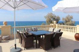 Обеденная зона. Кипр, Айя Марина Хрисохус : Роскошная пляжная вилла с бассейном и джакузи, 8 спален, 6 ванных комнат, лифт, парковка, Wi-Fi