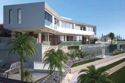 Фасад дома. Кипр, Киссонерга : Роскошная современная вилла с бассейном и зеленым двориком, 5 спален, 4 ванные комнаты, джакузи, парковка, Wi-Fi