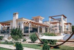 Фасад дома. Кипр, Пейя : Роскошная вилла с бассейном и джакузи, 5 спален, 4 ванные комнаты, парковка, Wi-Fi