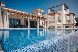 Бассейн. Кипр, Пейя : Роскошная вилла с бассейном и джакузи, 5 спален, 4 ванные комнаты, парковка, Wi-Fi