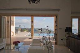 Гостиная. Кипр, Пейя : Роскошная вилла с бассейном и джакузи, 5 спален, 4 ванные комнаты, парковка, Wi-Fi