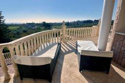 Балкон. Кипр, Пейя : Роскошная вилла с видом на Средиземное море, с 5-ю спальнями, 5-ю ванными комнатами, с бассейном, беседкой с патио и уличным баром, просторной площадкой с бильярдом и традиционным кипрским барбекю