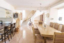 Гостиная. Кипр, Акрунта : Роскошная вилла с бассейном и зеленым садом с барбекю, 6 спален, 7 ванных комнат, бильярд, домашний кинотеатр, парковка, Wi-Fi