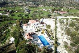 Территория. Кипр, Акрунта : Роскошная вилла с бассейном и зеленым садом с барбекю, 6 спален, 7 ванных комнат, бильярд, домашний кинотеатр, парковка, Wi-Fi