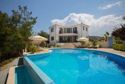Фасад дома. Кипр, Аргака : Роскошная вилла с бассейном и зеленым двориком с барбекю, 4 спальни, 6 ванных комната, сауна, парковка, Wi-Fi