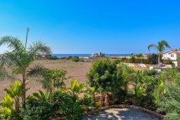 Территория. Кипр, Сиренс Бич - Айя Текла : Прекрасная вилла с видом на Средиземное море, с 4-мя спальнями, 3-мя ванными комнатами, с бассейном, тенистой террасой с патио и каменным барбекю, расположена в тихом пляжном поселке Ayia Thekla