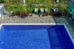 Бассейн. Кипр, Коннос Бэй : Современная вилла с бассейном и двориком с барбекю, 3 спальни, 3 ванные комнаты, парковка, Wi-Fi
