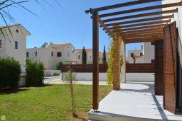 Территория. Кипр, Ионион - Айя Текла : Прекрасная вилла с зеленым двориком в 100 метрах от пляжа, 3 спальни, 3 ванные комнаты, парковка, Wi-Fi