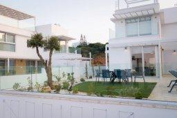 Территория. Кипр, Коннос Бэй : Современная вилла с бассейном и двориком с барбекю, 4 спальни, 3 ванные комнаты, парковка, Wi-Fi