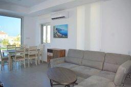 Гостиная. Кипр, Коннос Бэй : Современная вилла с бассейном и двориком с барбекю, 4 спальни, 4 ванные комнаты, парковка, Wi-Fi