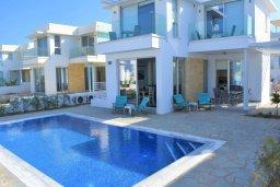 Фасад дома. Кипр, Коннос Бэй : Современная вилла с бассейном и двориком с барбекю, 4 спальни, 4 ванные комнаты, парковка, Wi-Fi