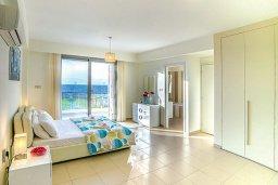 Спальня 2. Кипр, Аргака : Роскошная пляжная вилла с бассейном и зеленым двориком, 4 спальни, 5 ванных комнат, барбекю, тренажерный зал, парковка, Wi-Fi