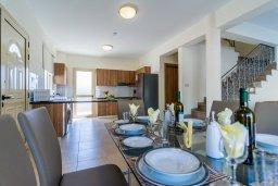 Обеденная зона. Кипр, Полис город : Потрясающая вилла с бассейном и двориком с барбекю, 3 спальни, 3 ванные комнаты, парковка, Wi-Fi