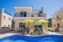 Фасад дома. Кипр, Полис город : Потрясающая вилла с бассейном и двориком с барбекю, 3 спальни, 3 ванные комнаты, парковка, Wi-Fi