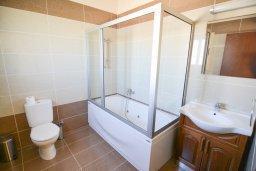 Ванная комната 2. Кипр, Полис город : Роскошная вилла с бассейном и двориком с барбекю, 3 спальни, 3 ванные комнаты, парковка, Wi-Fi