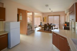 Кухня. Кипр, Полис город : Роскошная вилла с бассейном и двориком с барбекю, 3 спальни, 3 ванные комнаты, парковка, Wi-Fi