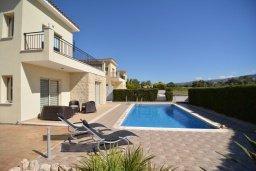 Фасад дома. Кипр, Полис город : Роскошная вилла с бассейном и двориком с барбекю, 3 спальни, 3 ванные комнаты, парковка, Wi-Fi