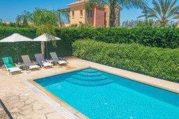 Бассейн. Кипр, Аргака : Прекрасная вилла в 150 метрах от пляжа с бассейном и двориком с барбекю, 3 спальни, 3 ванные комнаты, сауна, настольный теннис, парковка, Wi-Fi