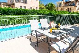 Обеденная зона. Кипр, Аргака : Прекрасная вилла в 150 метрах от пляжа с бассейном и двориком с барбекю, 3 спальни, 3 ванные комнаты, сауна, настольный теннис, парковка, Wi-Fi