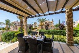 Обеденная зона. Кипр, Аргака : Прекрасная вилла в 150 метрах от пляжа с бассейном и двориком с барбекю, 3 спальни, 3 ванные комнаты, парковка, Wi-Fi