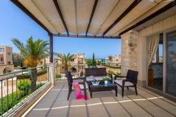 Терраса. Кипр, Аргака : Прекрасная вилла в 150 метрах от пляжа с бассейном и двориком с барбекю, 3 спальни, 3 ванные комнаты, парковка, Wi-Fi